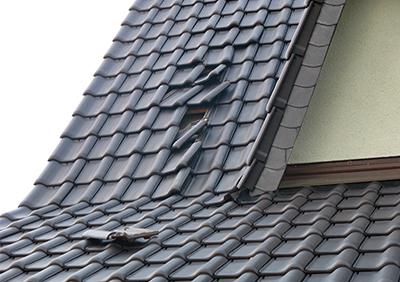 Lockere Ziegel Dachsanierung Berlin